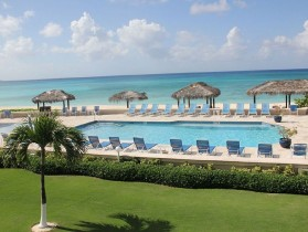 Beautiful 2 Bedroom Condo with a Great Location on Seven Mile Beach
